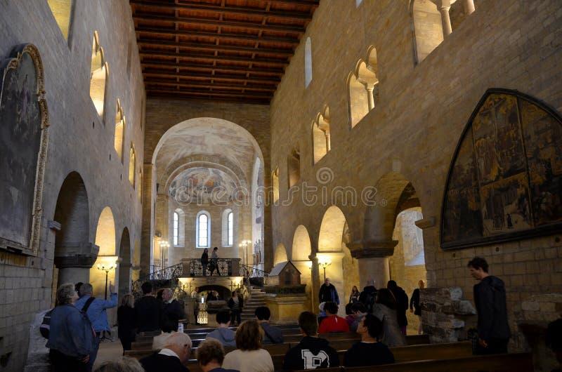 Kirche innerhalb des Schlosses von Prag lizenzfreie stockfotos
