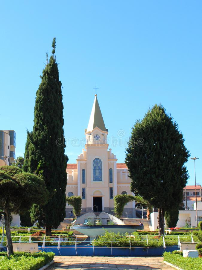 Kirche in kleiner Stadt in Brasilien, Monte Siao-MG lizenzfreies stockbild