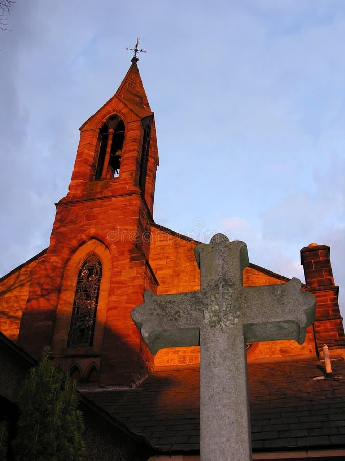 Kirche mit Kreuz stockfoto