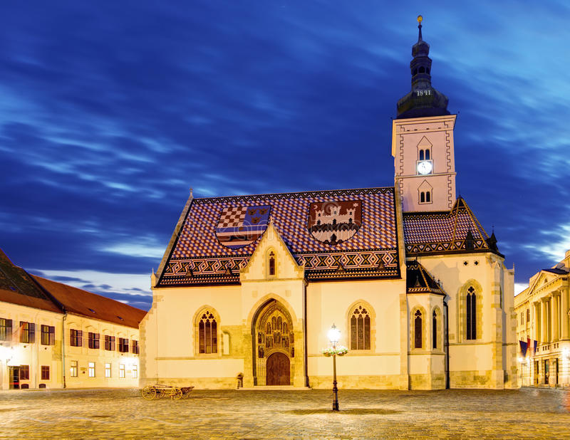 Kirche nachts in Zagreb, Kroatien lizenzfreie stockfotografie