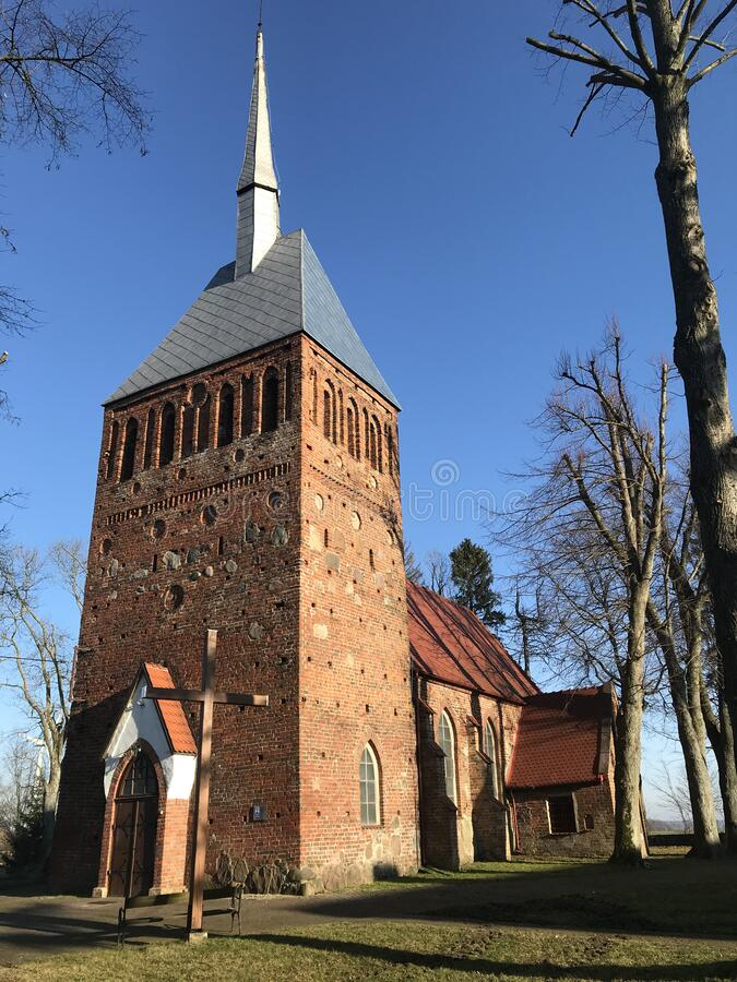Kirche in Polen im Frühjahr stockfoto