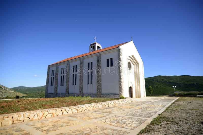 Kirche in Primorski-dolac stockfoto