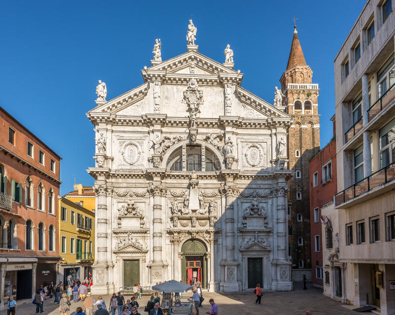 Kirche San Moise in Venedig stockbilder