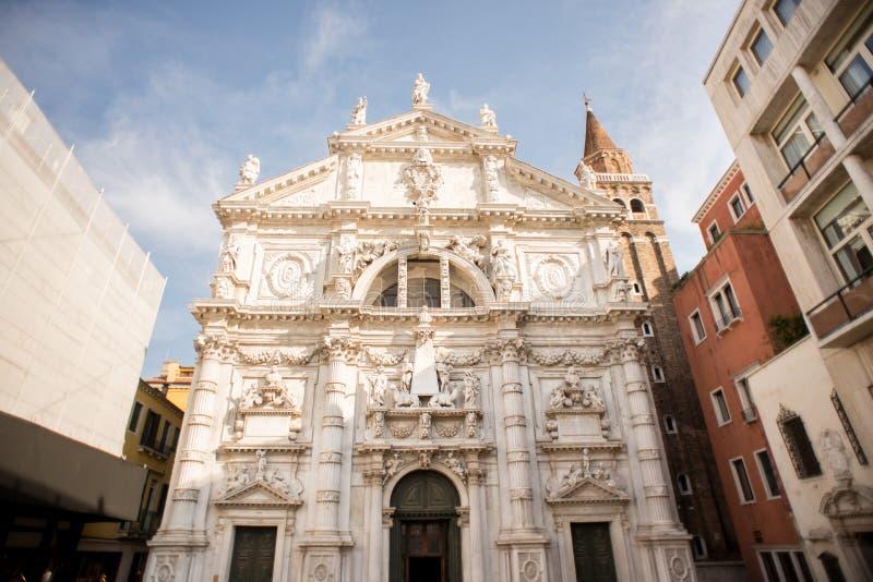 Kirche San Moise in Venedig Italien stockbilder