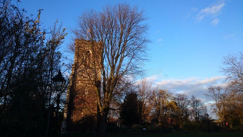 Kirche am Sonnenuntergang lizenzfreie stockfotos