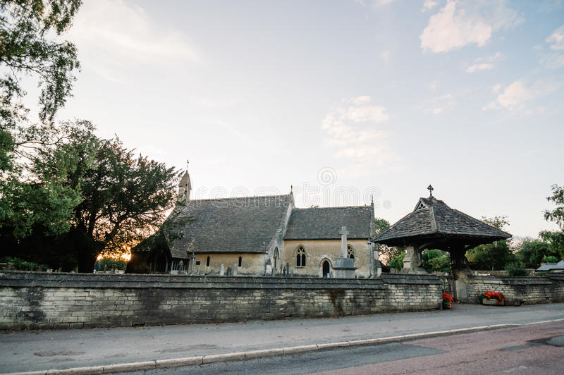 Kirche am Sonnenuntergang stockfoto