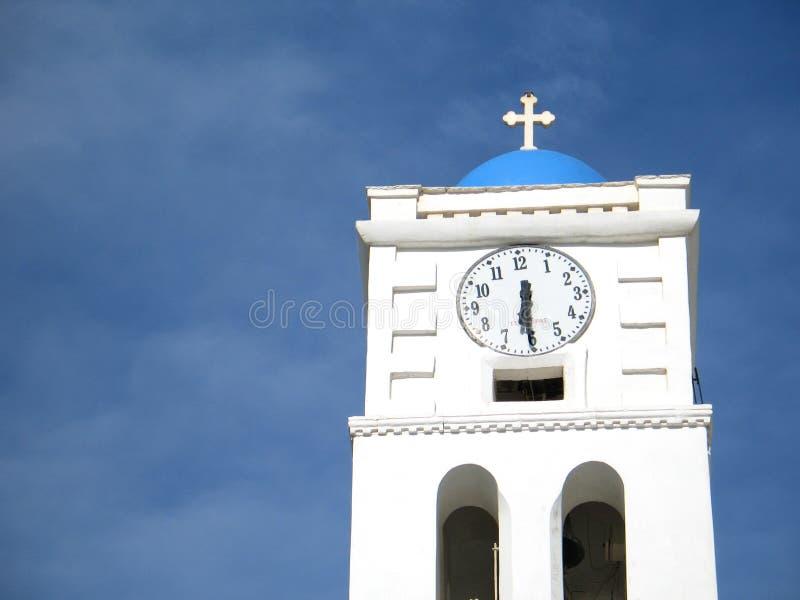 Kirche-Steeple und Borduhr lizenzfreie stockbilder