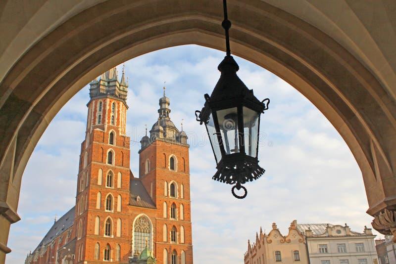Kirche und Laterne, Krakau lizenzfreie stockfotos