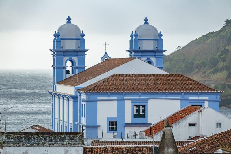 Kirche und Ozean in Angra tun Heroismo, Insel von Terceira, Azoren stockbilder