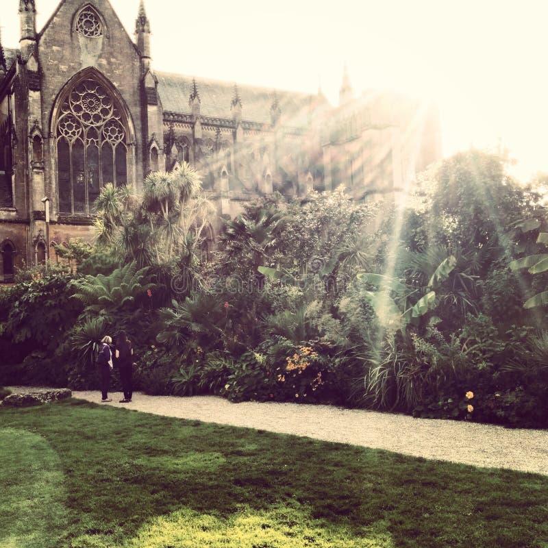 Kirche und Schloss England stockfotos