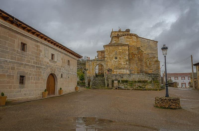 Kirche unserer Dame der Annahme in Barrio de Sankt Mar?a Palencia stockfotografie