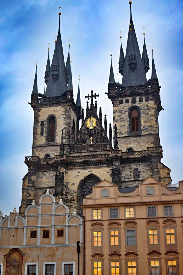 Kirche unserer Dame ist in der alten Stadt von Prag nahe altem Marktplatz lizenzfreie stockfotografie