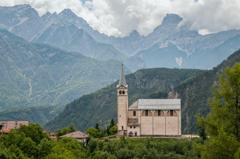 Kirche in Valle di Cadore lizenzfreie stockfotografie