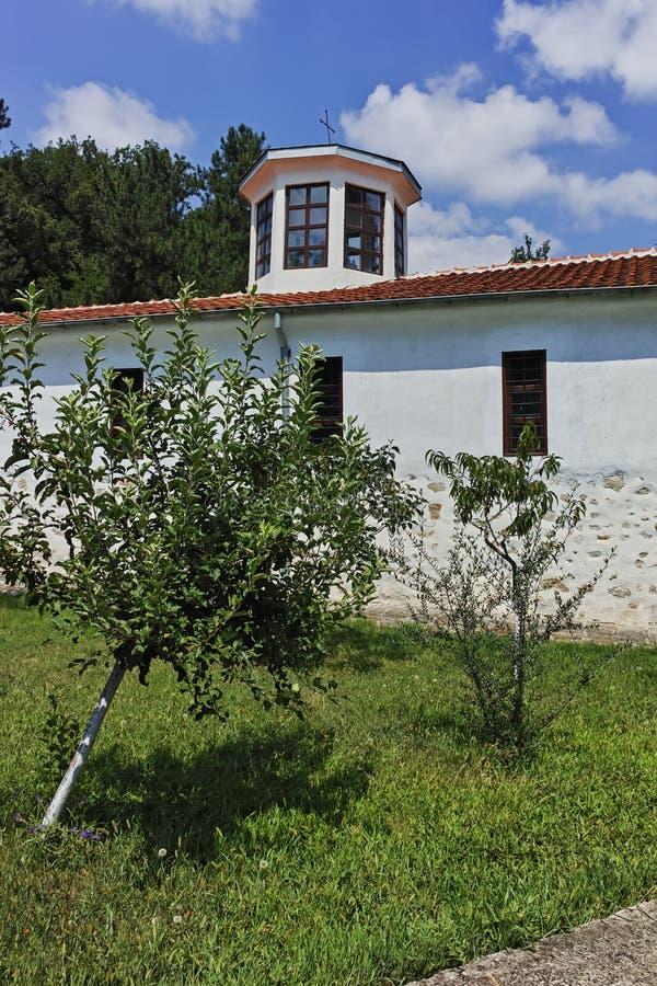 Kirche vom St George des 19. Jahrhunderts bekannt als die Kirche von ehrwürdigem Stoyna an Zlatolist-Dorf, Bulgarien lizenzfreie stockfotografie