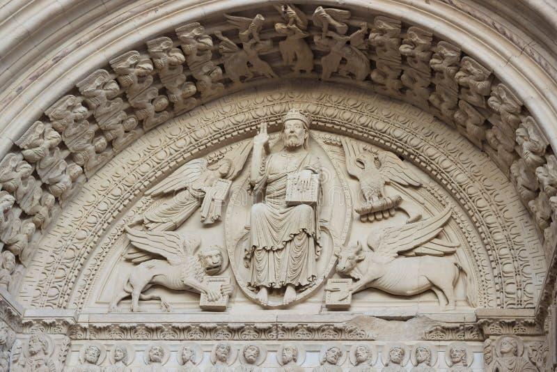 Kirche von Dekorations-Details Fassade St. Trophime in Arles, prüfen lizenzfreie stockbilder