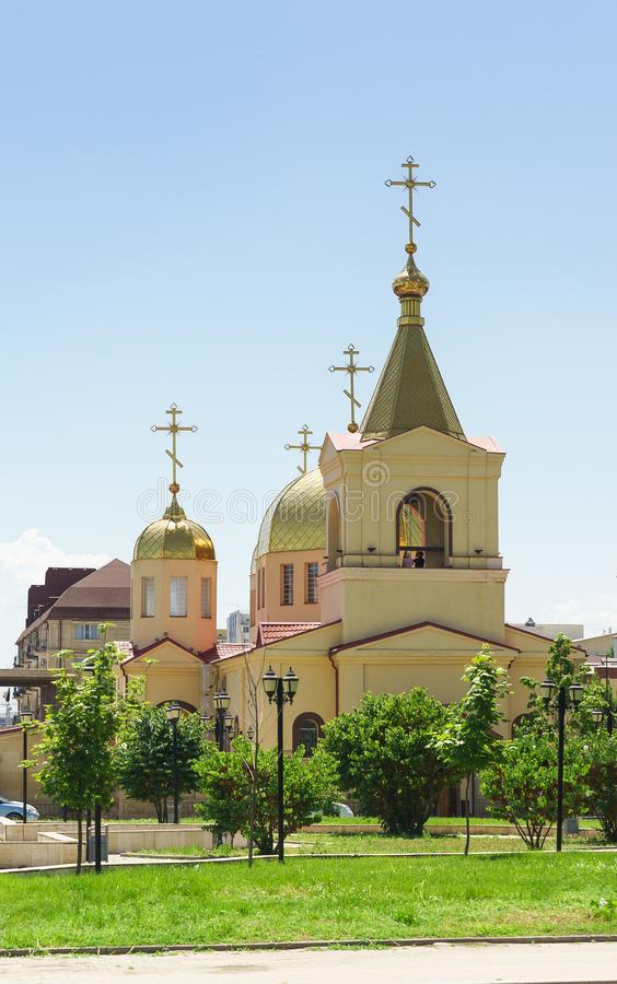 Kirche von Erzengel Michael auf der Avenue Akhmat Kadyrov in Grosny stockfotos