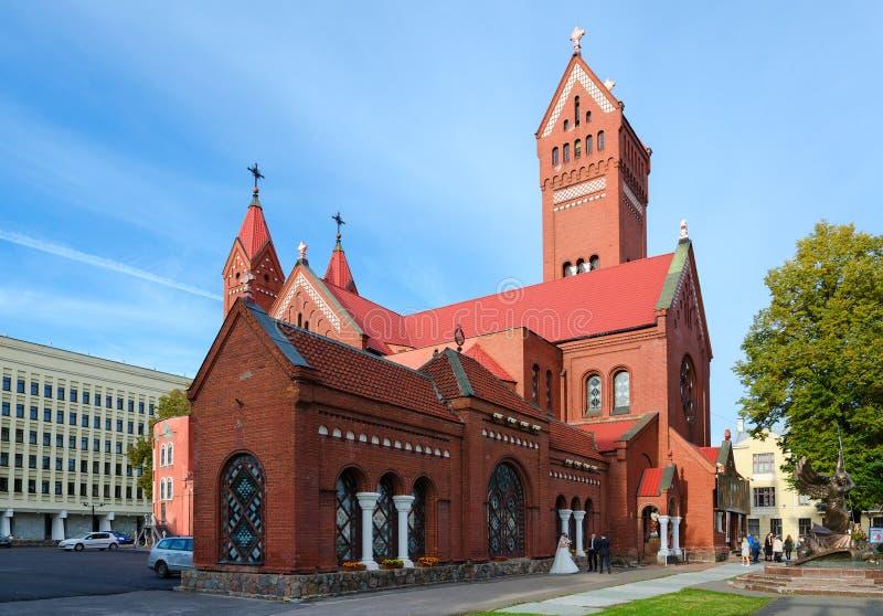 Kirche von Heiligen Simon und Helena (rote Kirche), Minsk, Weißrussland lizenzfreie stockfotografie