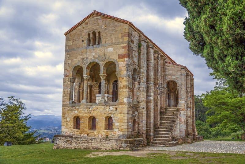 Kirche von Santa Maria del Naranco stockbild