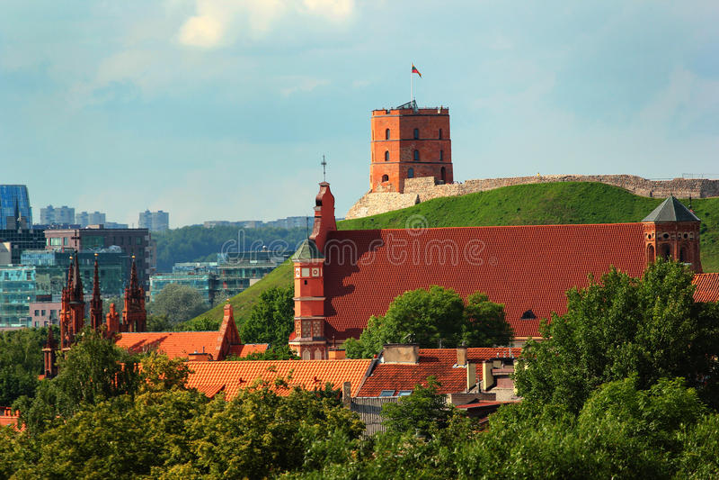 Kirche von St Anne und von Gediminas-Turm in Vilnius, Litauen stockfotografie