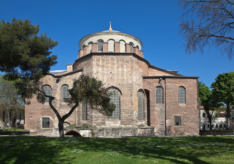 Kirche von St. Irene im Park von Topkapi-Palast Istanbul Die Türkei lizenzfreie stockfotografie