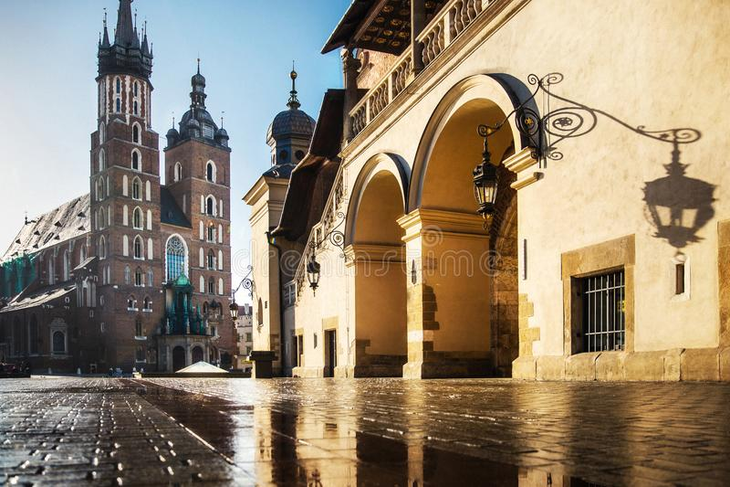 Kirche von St Mary im Hauptmarktplatz Basilika Mariacka krakau polen lizenzfreies stockfoto