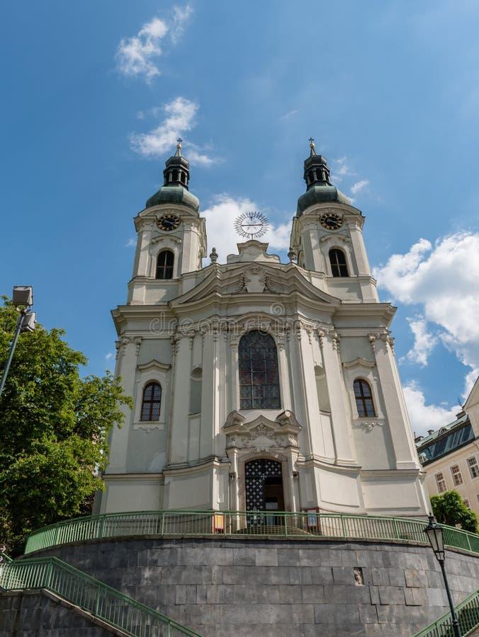 Kirche von St. Mary Magdalene in Karlovy Vary stockbilder
