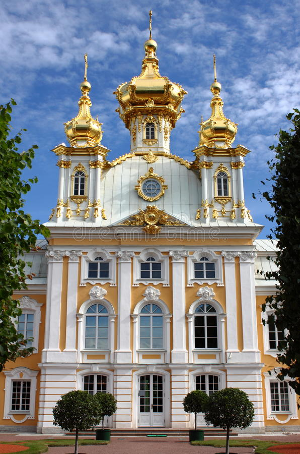 Kirche von St Peter und von Paul an Peterhof-Palast stockfotografie