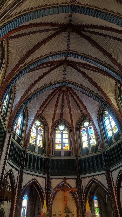 Kirche Windows auf Myanmar lizenzfreie stockbilder