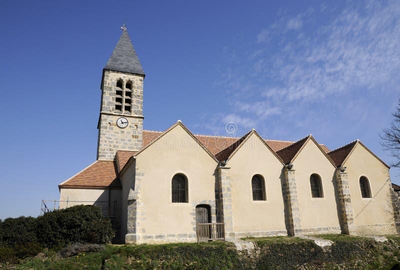 Kirchegebäude mit gotischem Kontrollturm lizenzfreies stockfoto