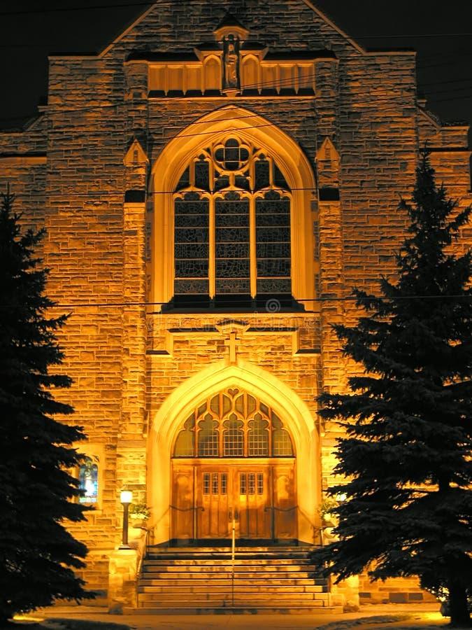 Kirchegebäude nachts stockbilder