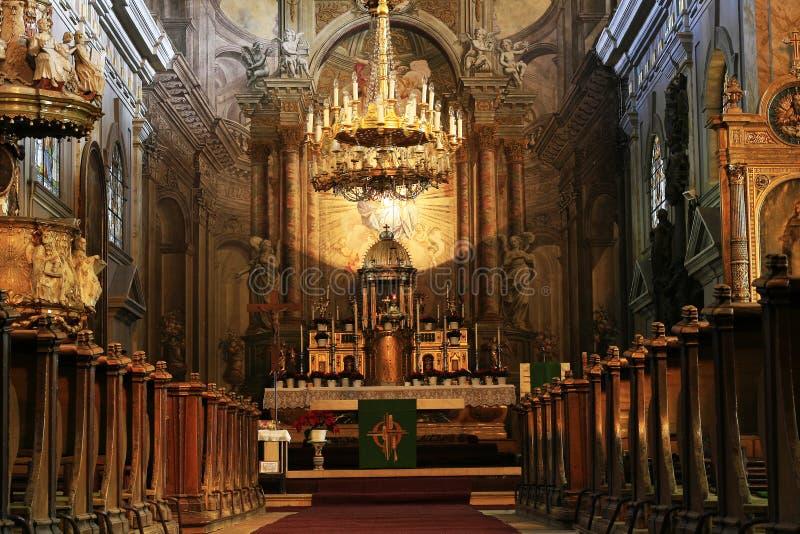 Kircheinnenraum lizenzfreie stockfotos