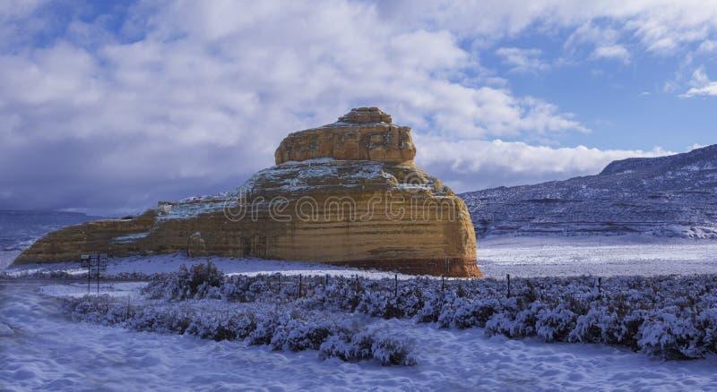 Kirchen-Felsen im Schnee lizenzfreie stockfotos