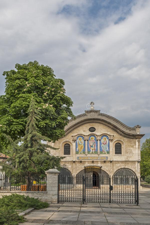 Kirchen-M?rtyrer St George in der Mitte der Stadt von Dobrich, Bulgarien stockbilder