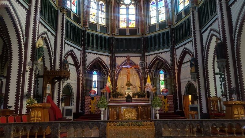 Kirchenaltar auf Myanmar lizenzfreie stockbilder
