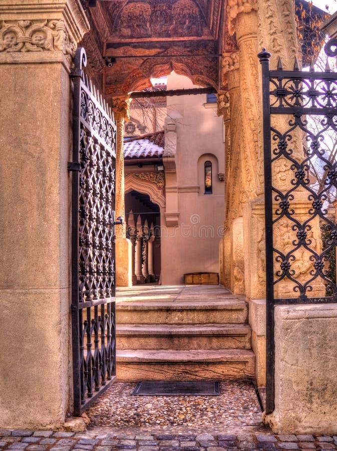 Kircheneingangstor, Bukarest lizenzfreies stockfoto