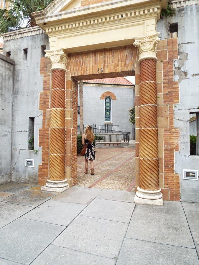 Kirchenhof-Eingang St. Augustine Florida stockfoto