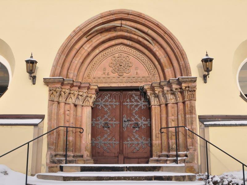 Kirchenportal, Dorf Nossen, Deutschland stockfotos