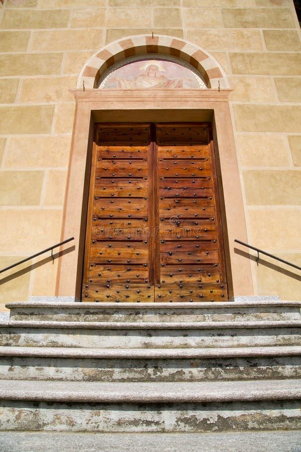 Kirchentüreingang und -mosaik Tradate Italien lizenzfreie stockbilder