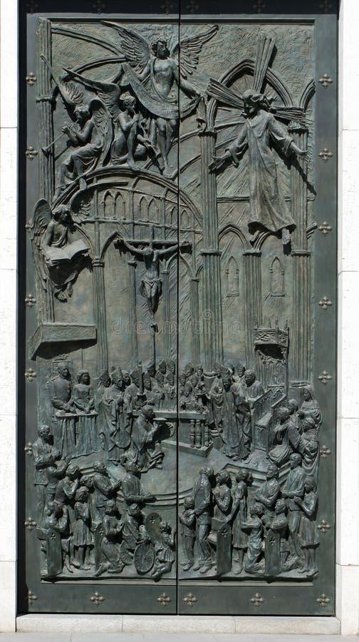 Kirchetür lizenzfreie stockbilder