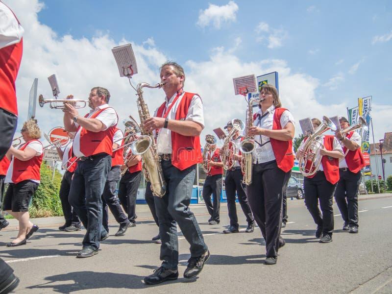 Kirchheimbolanden, Pfalz, Germany-06 23 2019: Wakacyjna parada na ulicach Niemiecki miasteczko podczas Piwnego festiwalu tygodnia obraz stock