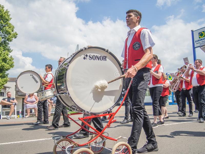 Kirchheimbolanden, Rheinland-Pfalz, Germany-06 23 2019: Feiertagsparade auf Straßen der deutschen Stadt während der Bier-Festival stockfoto