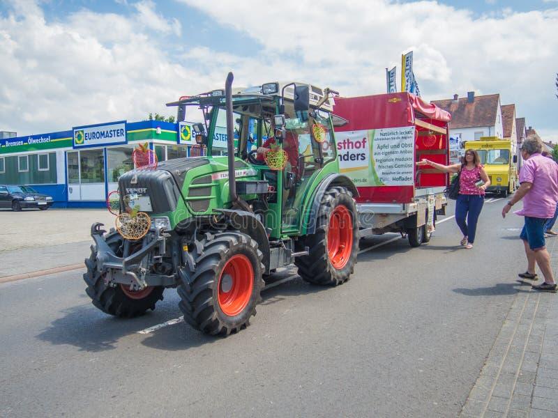 Kirchheimbolanden, Rheinland-Pfalz, Germany-06 23 2019: Parata di festa sulle vie della città tedesca durante la settimana di fes immagini stock
