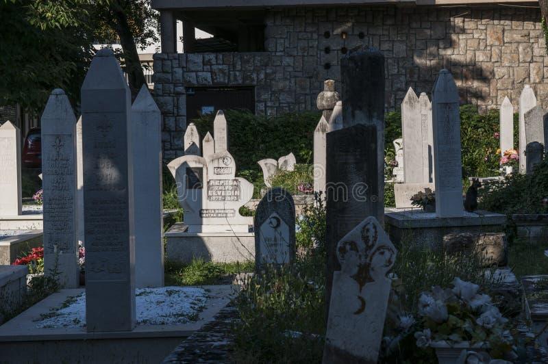 Kirchhof, Karadjoz Bey Mosque, Mostar, Bosnien und Herzegowina, Europa, Islam, Religion, Ort der Verehrung lizenzfreie stockfotografie