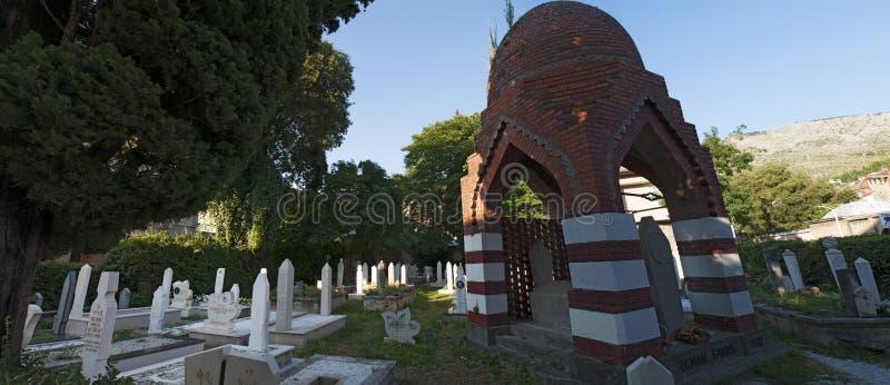 Kirchhof, Karadjoz Bey Mosque, Mostar, Bosnien und Herzegowina, Europa, Islam, Religion, Ort der Verehrung stockfotos