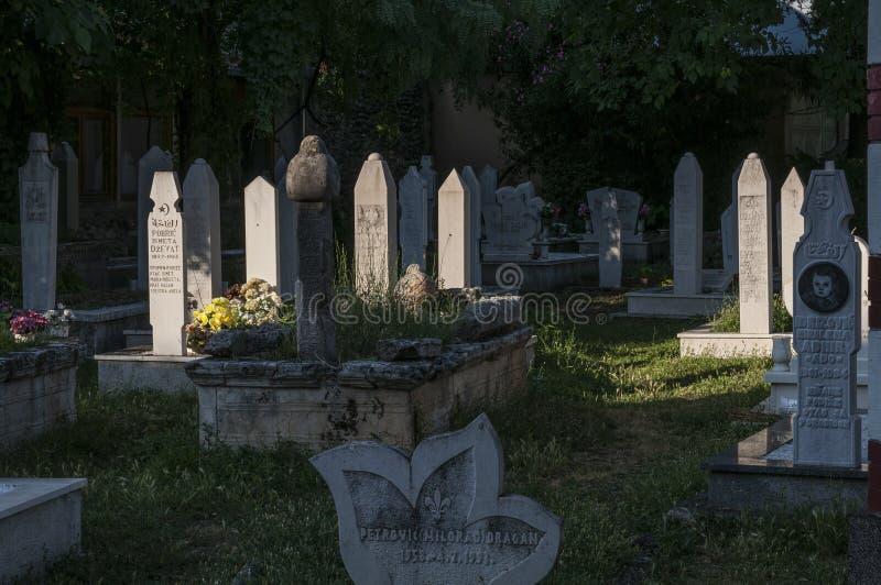 Kirchhof, Karadjoz Bey Mosque, Mostar, Bosnien und Herzegowina, Europa, Islam, Religion, Ort der Verehrung lizenzfreie stockfotos