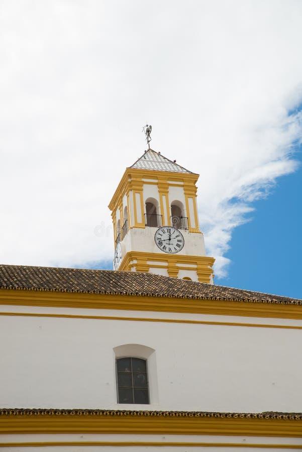 Kirchturm in der alten Stadt Marbella stockbilder