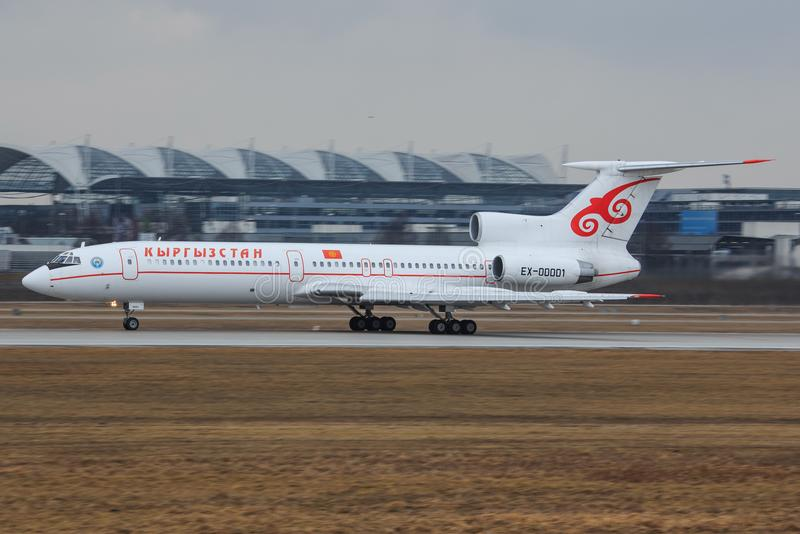 Kirgistan - Rządowy Tupolev Tu-154M zdjęcie stock