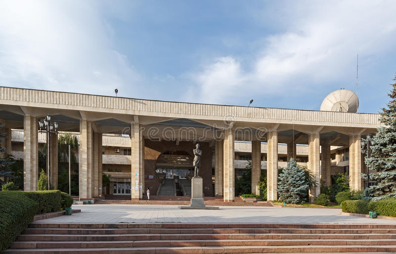 Kirgiz-ryss slaviskt universitet royaltyfria foton