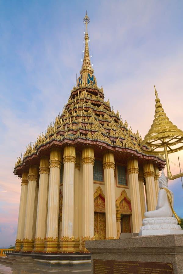 Kiri för Wat sangkusrattana på skymningtid arkivbilder