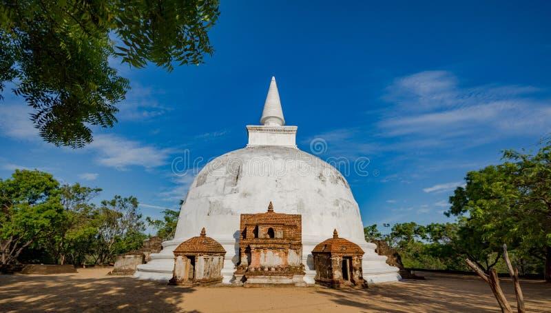 Kiri Vehera Dagoba, cidade antiga de Polonnaruwa, local do patrimônio mundial do UNESCO, Sri Lanka, Ásia imagens de stock